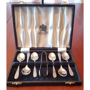 Boxed Set of 6 tea spoons and sugar tongs