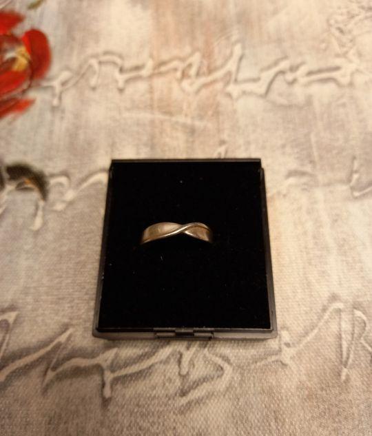Silver (925) twist ring. Size M.