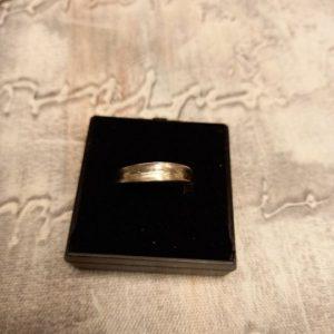 Silver (925) twist ring. Size L/M.